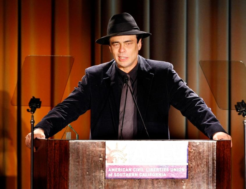 Benicio Del Toro at the 2007 Bill of Rights Dinner.